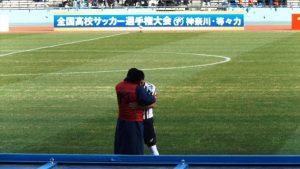 試合後・抱擁する長崎総科大高校の選手達