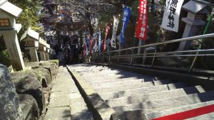 師岡熊野神社・境内入口の階段