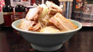 大麺豚W(横から)|らぁめん大山 川崎店