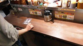 立ち食いのテーブル|いきなり!ステーキ 川崎駅前店