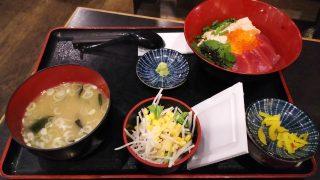 鮪とサーモンのあわせ丼定食|ひもの屋 川崎銀柳街入口