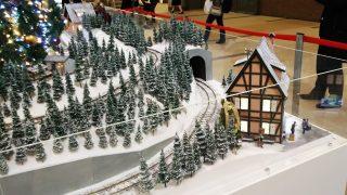 クリスマスツリーの下には線路 ミューザ川崎
