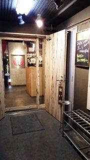 店舗入口|博多串焼・もつ鍋 かんべえ 川崎本店
