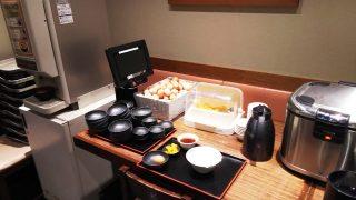 ご飯・味噌汁・漬物・卵がお替わり自由|さくら水産 川崎駅前2号店