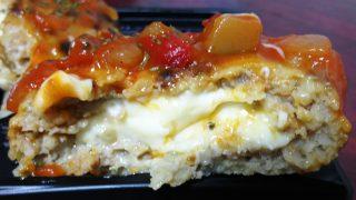 チーズINハンバーグの断面|eashion 武蔵小杉