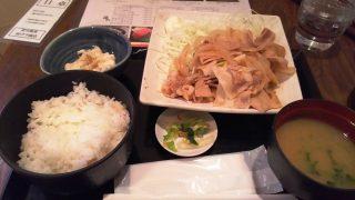 たっぷり豚生姜焼き定食 カドクラ商店