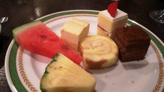 ケーキ&デザート(取ってきたところ)|ナトゥーラ 川崎日航ホテル