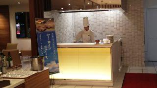 鉄板焼きサーロインステーキ焼いてます|ナトゥーラ 川崎日航ホテル