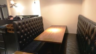 テーブル席|T8 Steak House 川崎