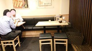 2Fのテーブル席|つけ麺 玉 赤備え