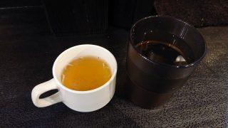 スープとお冷|油そば 春日亭 川崎店
