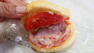 ハムとトマトのマフィン(断面)|アンデルセン 東急武蔵小杉店