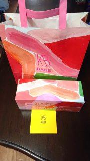 テイクアウトのバッグと箱|ベイク チーズタルト アトレ川崎店
