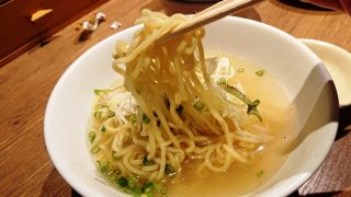 あっさり鶏ラーメン(麺リフトアップ)|やきとりセンター 川崎リバーク店