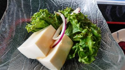 豆腐サラダ|まぐろ料理 まんや(新川崎・鹿島田)