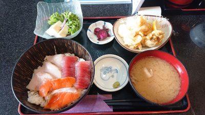 おまかせ丼と鶏の唐揚げ定食|まぐろ料理 まんや(新川崎・鹿島田)
