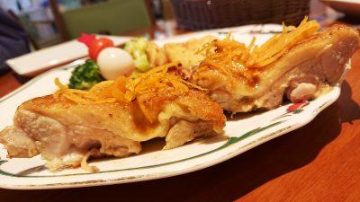 チキンソテー・オレンジソース(断面) ブラッスリーほっぺ