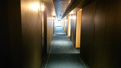 客室階の廊下|ホテルメトロポリタン 川崎