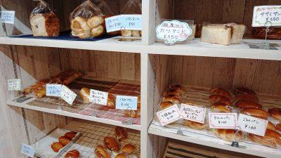 棚のパン|スモモハウス