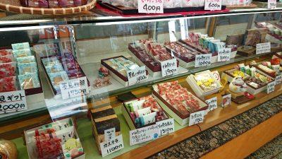 ショーケースのお菓子|新岩城菓子舗