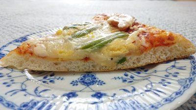 アスパラとベーコンのピザ(側面)|オリンピック 川崎鹿島田店 パン工房
