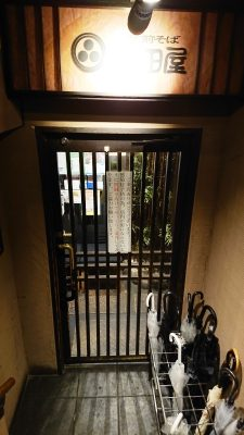 店舗入口のドア|北前そば高田屋 川崎駅前店