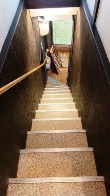 階段|まぐろ料理 まんや(新川崎・鹿島田)