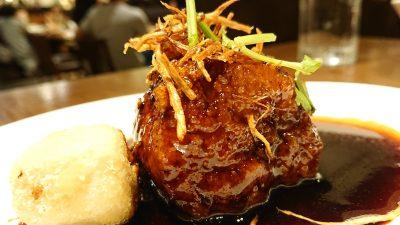 自慢の黒酢の酢豚(アップ) WANG'S GARDEN 武蔵小杉店(ワンズガーデン)