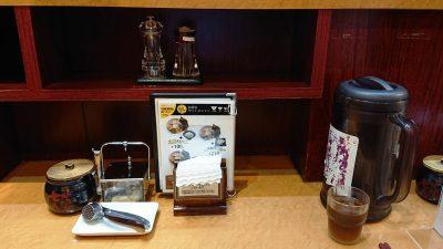 テーブルの調味料|七志らーめん 鹿島田店