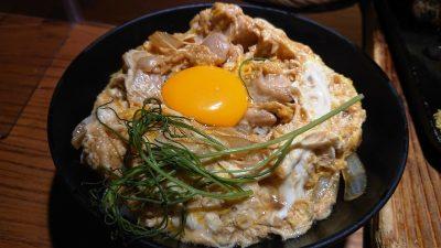 総州紅楽美と烏骨鶏卵の親子丼|とり鉄 武蔵新城店