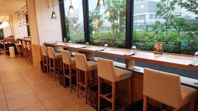 窓側の席|TERRACE and TABLE(ホテルメトロポリタン川崎)